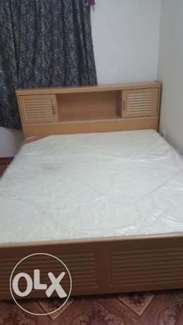 Selling very good condition bed with medicated mattress راس رمان -  1