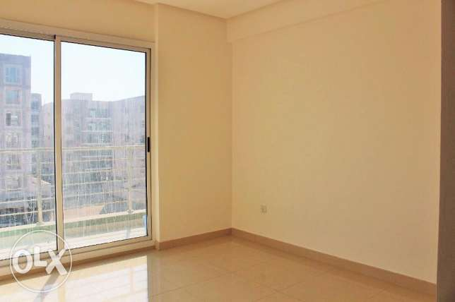 Spacious 2 Bedroom Semi furnished Apartment in New hidd