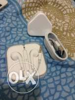 APPLE Iphone Ear Phones & Charger
