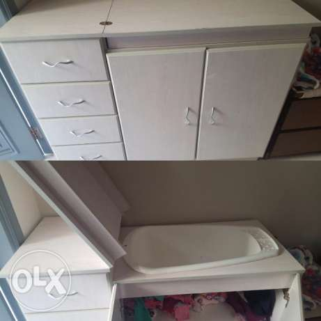 Baby : bath cupboard