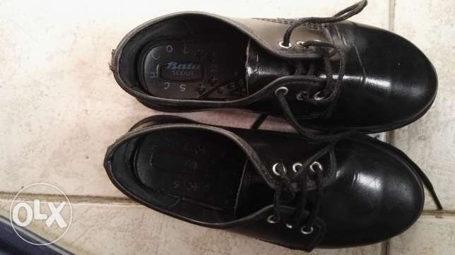 School shoes pre loved but barely worn 2 mths جفير -  1