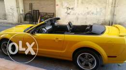 For sale M 2006 ford mustang convertable..