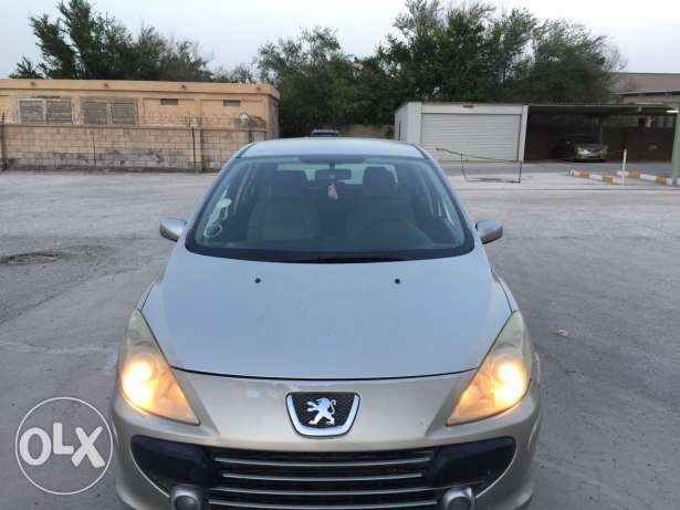 Peugeot car model 2007 with good condition 199 kilometers