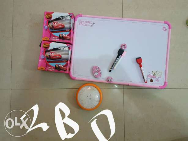 White board with battery lamp and 2 puzzles جفير -  1