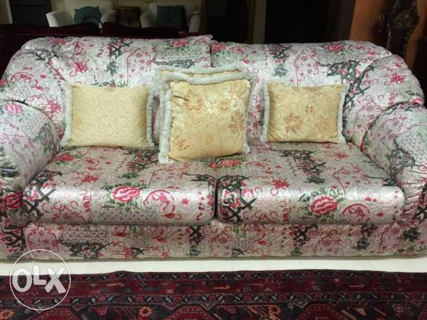 Floral sofa set for sell in excellent condition