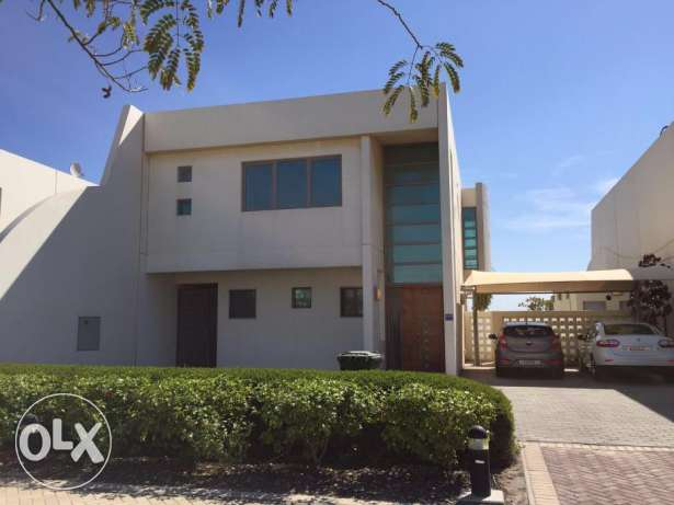 Sea-front three bedroom, 1 maid room modern villa in Durrat ul Bahrain