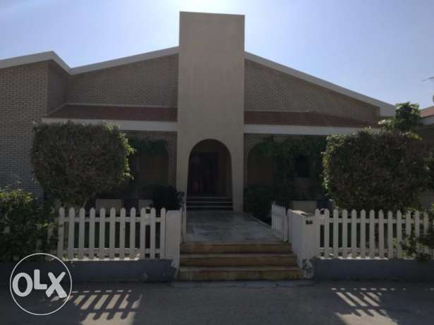 Beautiful 3 bedroom Villa semifurnished for rent at Budaiya