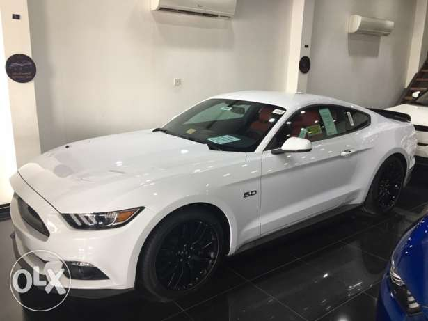 2017 mustang performance V8 NEW