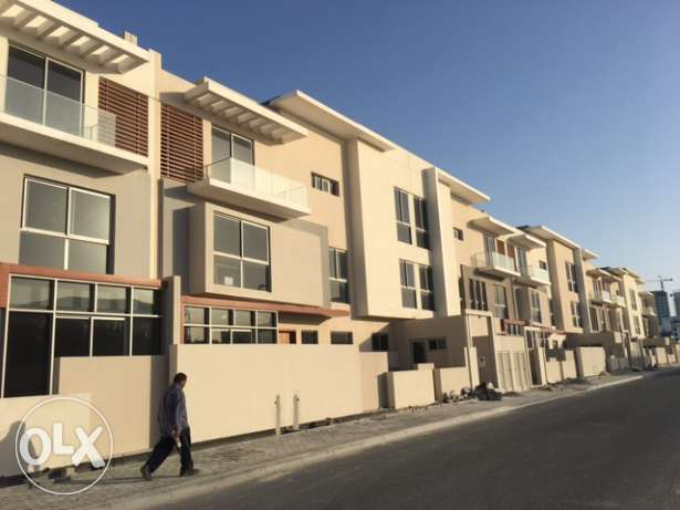 Amwaj luxry brand new villas for sale