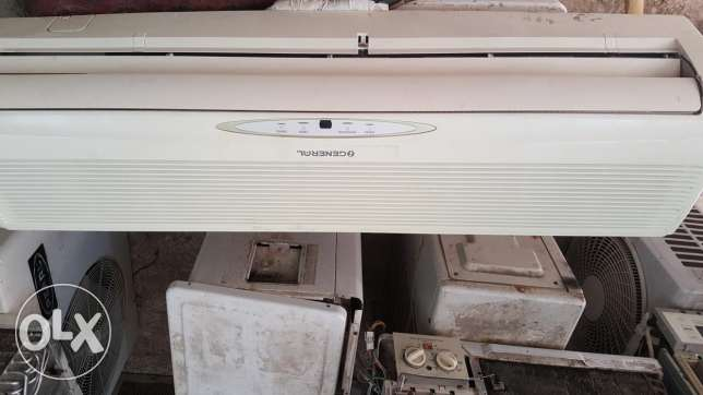 General split unit 2 ron good condition good cooling