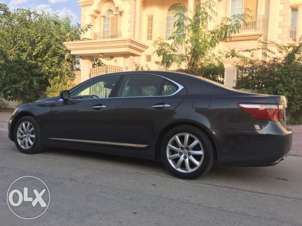 2007 lexus ls460 well maintained US specs one owner الرفاع‎ -  3