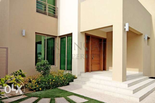 Luxury 4 Bedroom Villa in Large Compound