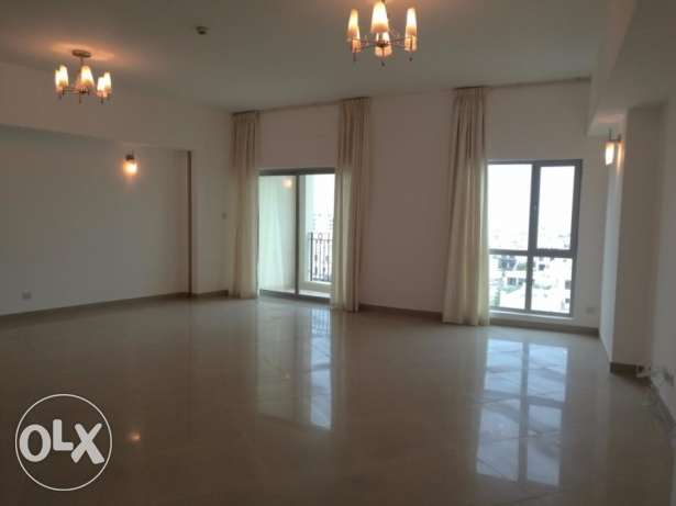 Spacious 3 bedroom semi furnished apartment for rent at Amwaj Island