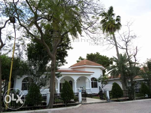 SPACIOUS 4 bedroom villa in amazing compound full of facilities!