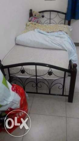 Single bed with mattress for sale - expat leaving