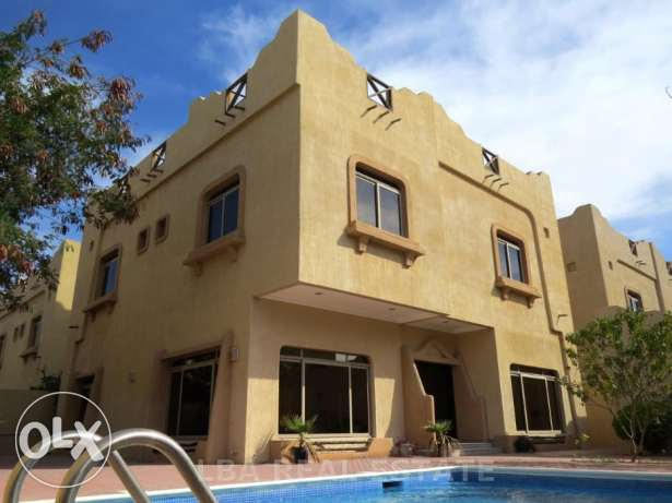Luxury 4 bedroom Villa with private swimming pool -in a compound -Saa