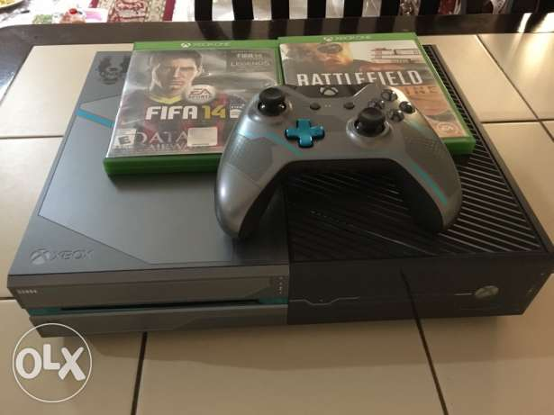 For sale xbox one 1000 GB halo 5