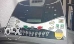 Heavy Duty Tread Mill for sale in good condition with plenty of featur
