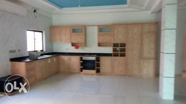 Arad: 4 bedroom 4 bath part of villa for rent with municipality tax