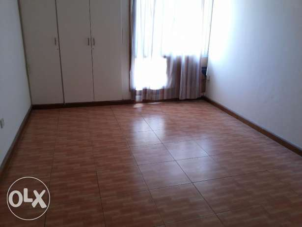 3 bedroom un furnished apartment for rent
