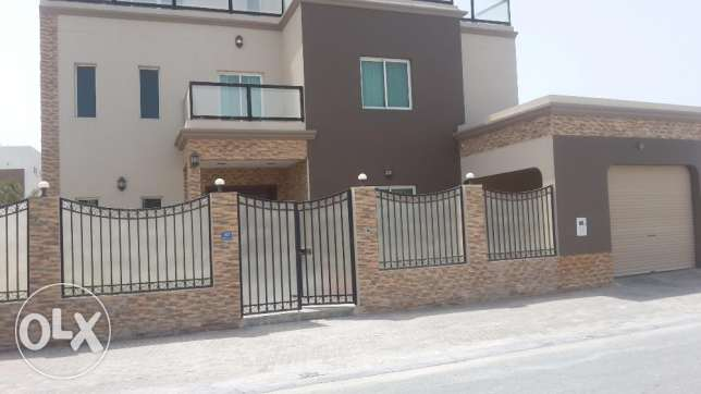 Very beautiful fully furnished brand new villa in Amwaj