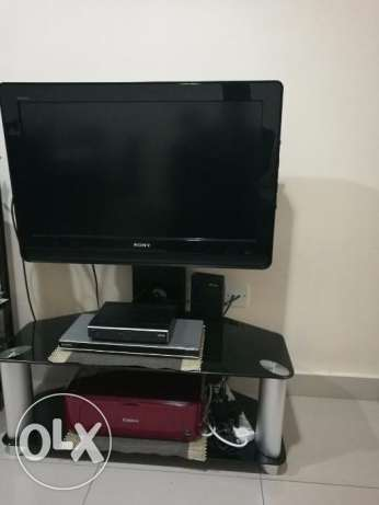 Sony Bravia 32 LCD+Stand & Book shelf
