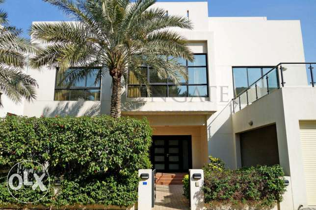 A Contemporary Style 5 Bedroom Residence