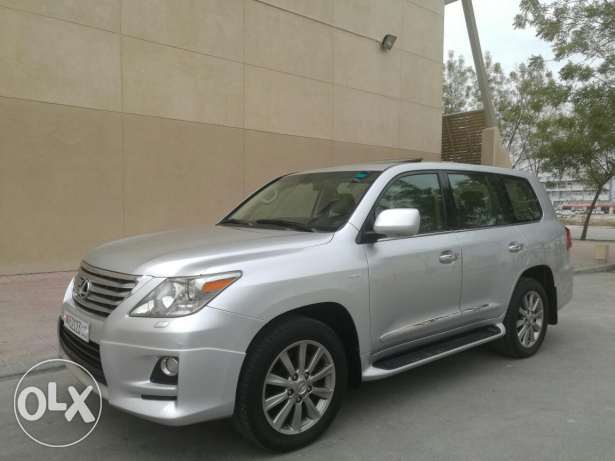 2011 Lexus LX570 in spectacular condition, Agent maintained