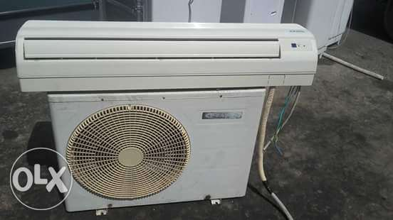 Split ac for sale good conditions good working with fexing