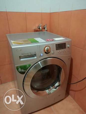 Urgent sale LG fully automatic front load washing machine under warnty