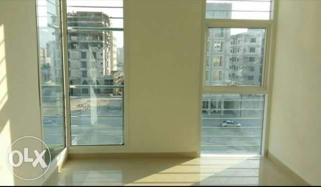 Nw hidd, perfect 2 BHK flat Semi furnished with balcony and central Ac المحرق‎ -  3