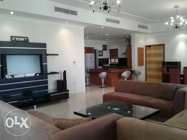 Big 3 Bedroom Flat Fully Furnished Available in Mahooz