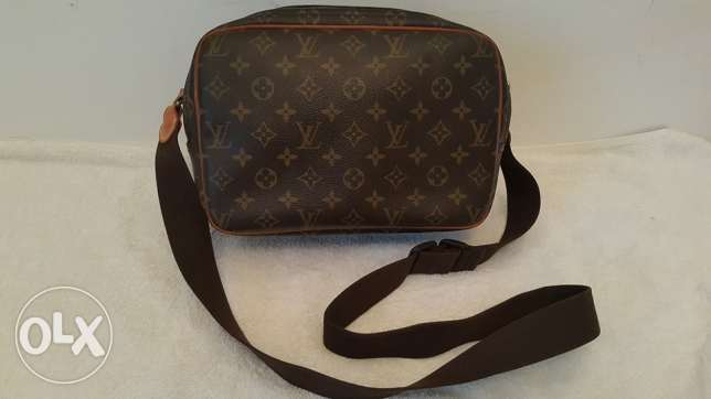 Preowned LOUIS VUITTON reporter 28 shoulder bag