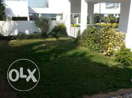 Huge modern 4 bed room villa for rent in saar