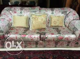 Floral American sofa set for sell in very good condition
