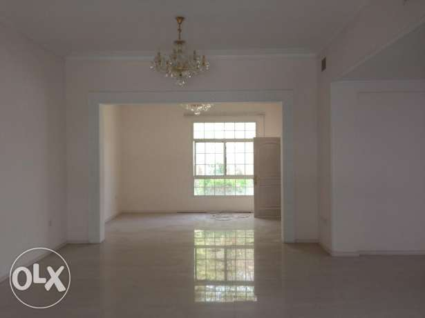 Bright and spacious 4bedroom compond villa rent 1200