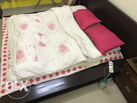 King size wooden bed for sale , throw away price urgent sale