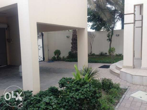 Modern Semi Furnished five bedroom villa rent 1400 in Mahooz