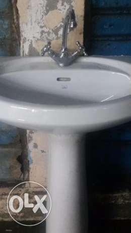Basin with mixcer cimpletly new used only 2 weeks excelent condition