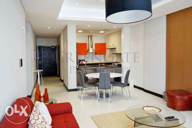 Very Chic 2 Bedroom Flat with 60's Flair