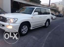 Land cruiser GXR V.6 almost new model 2007 only 106000km drive is new