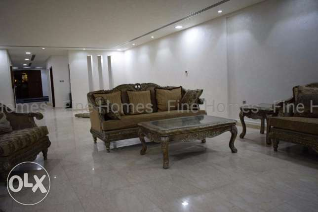 7b/r fully furnished stuning modern villa at amwaj