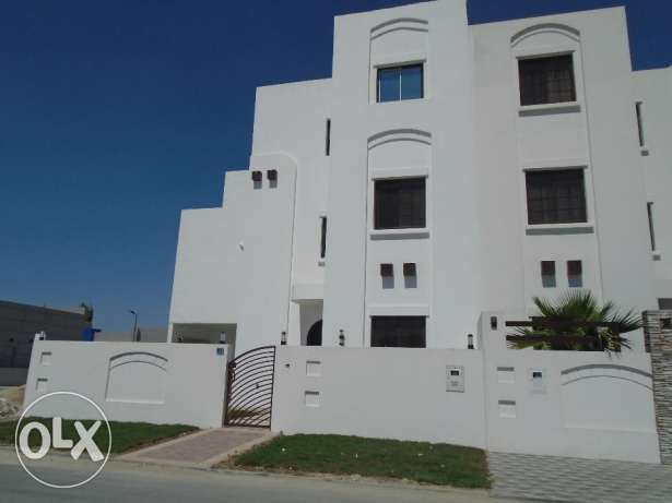 Brand new villa with big private garden in Galali - Very close 2 Amwaj
