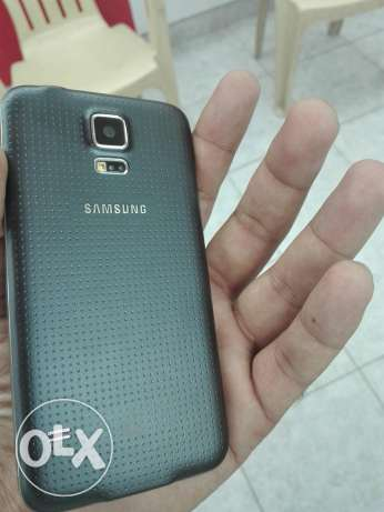 galaxy s5 for sale no scratch no dent like new سترة -  1