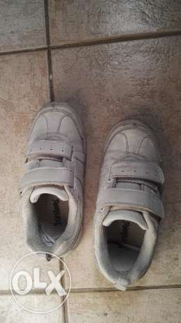 School shoes pre loved but barely worn 2 mths جفير -  3