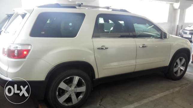 GMC Acadia 2011 Pearl White Full Option (115000 KM)
