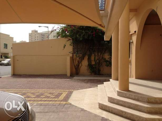 Commercial villa for rent 1400 in Mahooz