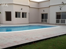 4 Bedroom semi furnished villa with pool,garden close to Causeway