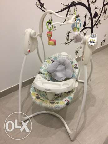 Baby swing (electrical)