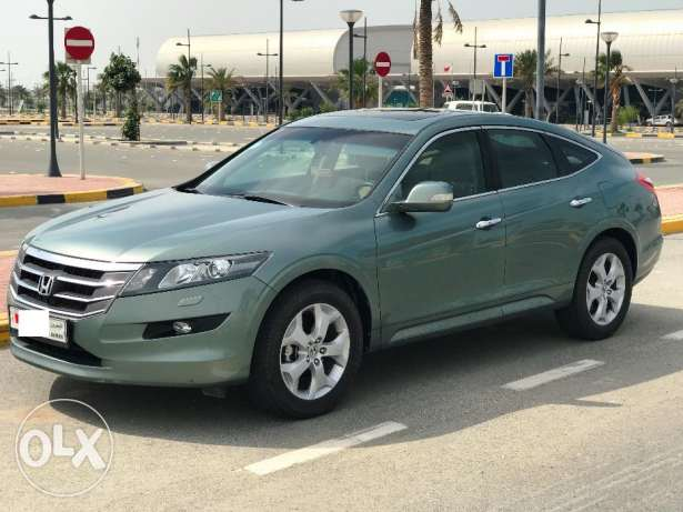Honda Accord Crosstour 3.5/V6 4x4 low kms agent maintained like new